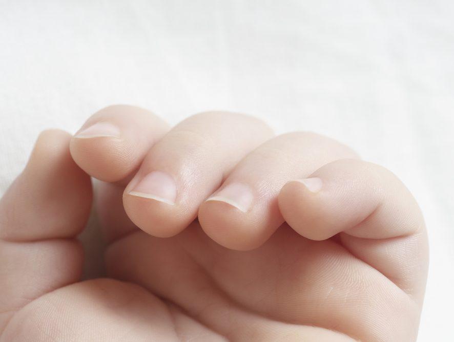Babys Fingernägel schneiden - so geht's!